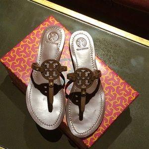 Tory Burch Gabriel Flat Thong Tan Sandal Size 9